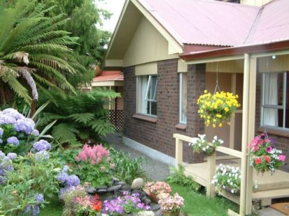 Teras rumah minimalis type 36