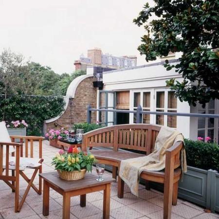 gambar taman mungil depan teras rumah